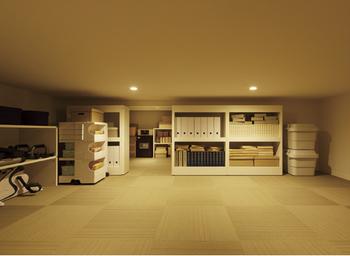 大収納空間「蔵」は二世帯の道具や家具をたっぷり収納でき、居室をスッキリと使える