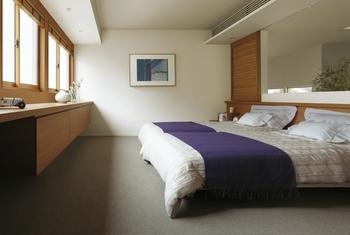 主寝室にはゆっくり変化する光で自然の眠りと目覚めを促す「快眠ライティング」を採用