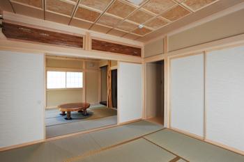 欄間が美しい二間続きの和室