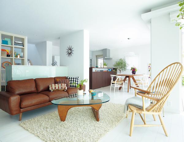 家計が楽。 ゆとりのある毎日へ 家づくりのコストは建築費だけではありません。毎月の光熱費はもちろん、住まいの補修やメンテナンスに掛かる費用など、建てた後にもいろいろな出費がかかります。将来のゆとりを考えれば、家を建てた後に掛ける出費を抑える住まいを選ぶことが大切なポイントです