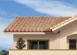 レンガ色の屋根、「オールドテラコッタ瓦」。温もりある質感とパステル調の色合いも再現した、4タイプのオールドテラコッタ瓦を標準として採用。経年変化を思わせる味わい深い表情で、街並みの中で穏やかな存在感を発揮します