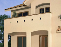 さりげなく外観にアクセントつける「小窓付きバルコニー&アーチウォール」。可愛らしい小窓がついたバルコニーや玄関の垂れ壁にも柔らかな曲線施工を採用し、外観全体にやさしい印象を与えています