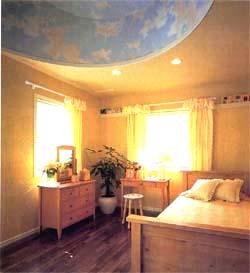 天井の高さを変えて立体デザイン的な変化をつけ、遊び心あふれるロフトを設けた2階子供室。部屋にいながら空の広がりを感じさせるような楽しさに満ちている