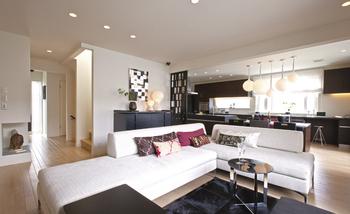 新技術の高強度耐力壁『Gウォール』採用による大空間。living room-約34畳のLDK空間を生かしてリビングスペースもゆったりと