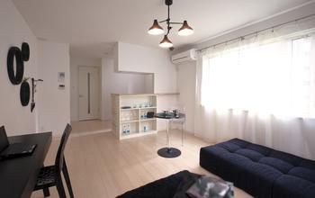 room for rent-2階の一部を区切ることで賃貸スペースとして有効活用。将来自宅の一部への改装も容易