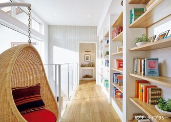 家族みんなの本を一カ所に集めてお互いにシェアできる「プチ・ライブラリー」があれば、本をきっかけに共通の話題で会話も弾む