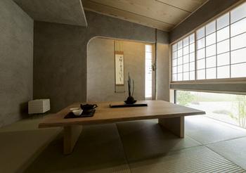 素材感や手仕事のぬくもりなどが感じられる落ち着いた和室。柔らかな曲線もアクセントに