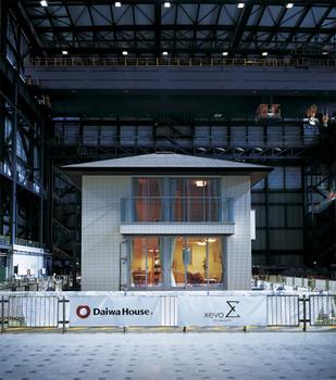 独立行政法人防災科学技術研究所が建設した、世界最大級の実大三次元震動破壊実験施設「E-ディフェンス」(愛称)にて、2013年9月18日~26日の期間、『xevoΣ』の大規模な加震実験を実施。阪神・淡路大震災で記録された観測史上最大の地震波(169カイン※)を上回る175カインの地震波を繰り返し与えた場合も柱・梁の損傷はなく、高い耐震性能を維持できることが実証された。※カインとは地震の強さを揺れの速度で表す単位。物体が1秒間に何cm移動するかを示す