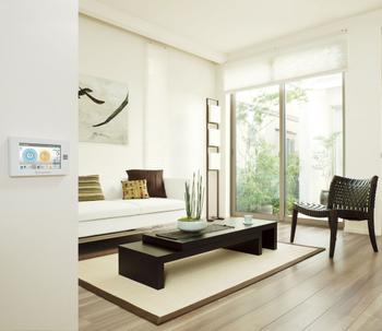 家庭内のエネルギー利用を最適にコントロールし、家とクルマがつながってエネルギーを効率的に使うこれからの住まい、スマートハウス。スマートハウスの登場によって、よりエコな暮らしが可能になり、それは都市で暮らす3階建も例外ではない。トヨタホームのスマートハウスだから実現できる新しい暮らしのカタチを感じてもらいたい