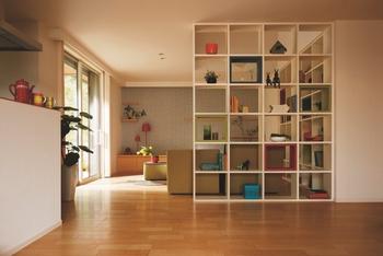 【インテリア・エクステリアをコーディネート】 「シンセ・スマートステージ」はさまざまなテイストを集めた6つのおすすめインテリアスタイルを提案。お好みの家具や暮らし方に合わせることができる。またエクステリアも豊富なバリエーションをご用意。インテリア、エクステリアでこだわりのわが家をデザインできる