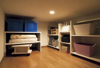 フラット屋根タイプにお奨めしたい小屋根裏収納。エスパシオEFは部屋の広さを犠牲にしない室内創造発想で「たっぷりだけど、すっきり」の収納スペースを実現