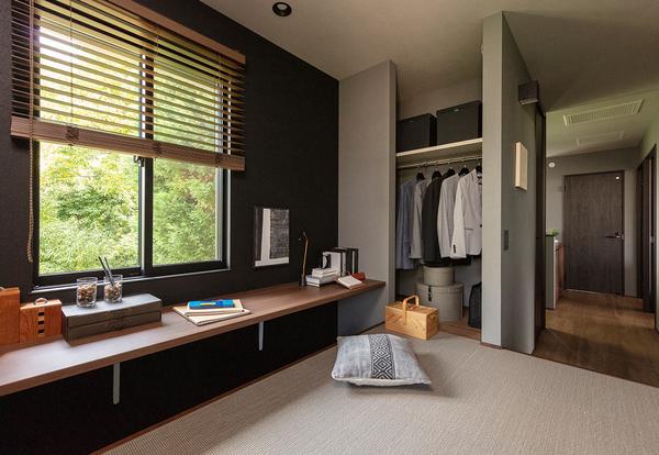 子どもができたら、陽当たりのいいキッズルームに早変わり。壁で仕切らず、動く収納「ムーブクローゼット」を置くことで、どちらの部屋にいても様子がわかり安心。成長したら2つの部屋としても使え、壁でしっかり仕切ることも