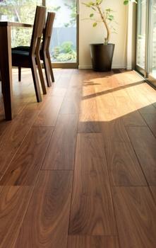 日本の美意識を伝える、木のぬくもりを活かした床材が、日々の暮らしに豊かさを醸し出す