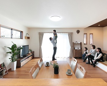 小上がりの和室は腰を掛けるのにも丁度よく使い勝手がいい