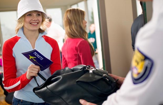 海外旅行での家具購入。輸入規制や関税について知っておきたいこと