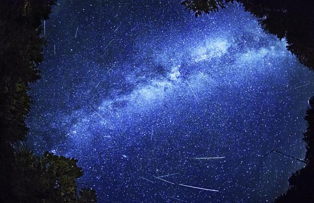 真夏の夜は星空を見上げよう。宇宙を身近に感じるアイテム