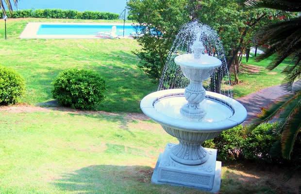 自宅のお庭に噴水はいかが?イタリア直輸入の噴水をご紹介!(画像提供:株式会社ユーロストン)