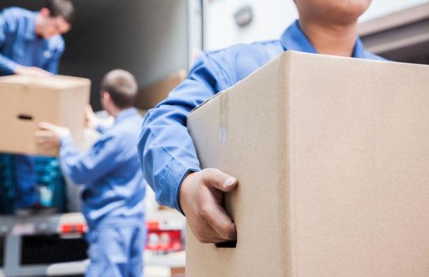 引越し料金が安い時期はいつ? 引越しにまつわるウソ&ホント(写真:iStock / thinkstock)
