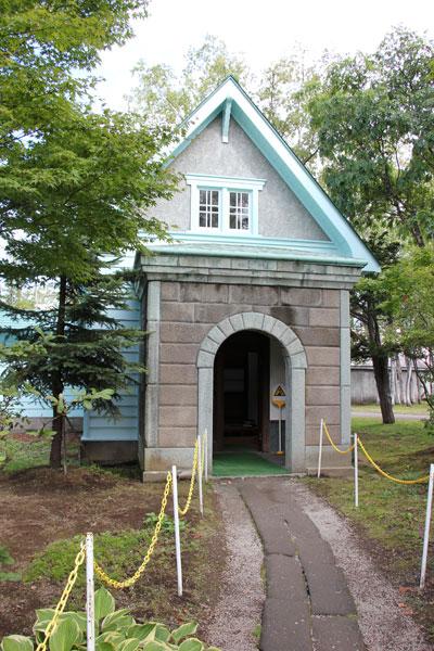 【画像1】入口の門。スコットランドのリタの生家そっくりだという(写真撮影:田方みき)