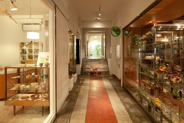 【画像2】中屋ビルで最初のリノベーションによって生まれた起業家たちの拠点『メルカート三番街』(画像提供:らいおん建築事務所)