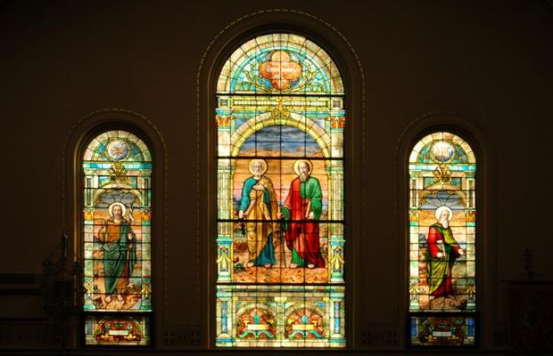 ステンドグラスで中世ヨーロッパ風のお部屋を演出しよう(写真: iStock / thinkstock)