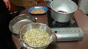 【画像1】煎る前のコーヒー豆。じつはこんな色をしている(撮影:筆者)