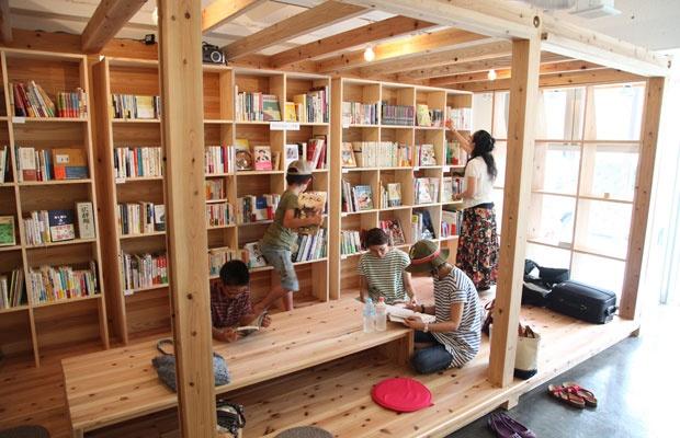 「まちの本棚」をみんなで手づくり 石巻の復興プロジェクト(画像提供:石巻 まちの本棚)