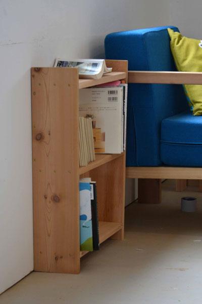 【画像2】ワークショップ参加者が製作し石巻に寄贈した本棚。初めてでも上手につくれる(画像提供:石巻工房)