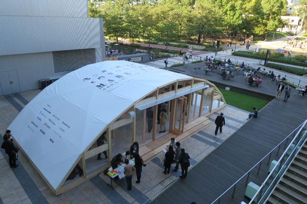 【画像1】会場も木の構造を見せたSE構法。住宅だけでなく、大規模建築も建てられる耐震構法(写真撮影:藤井繁子)