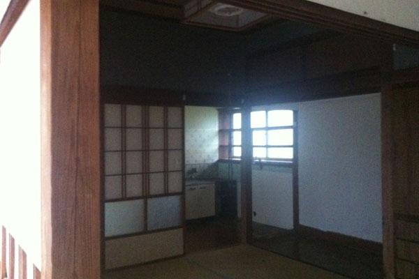 【画像4】現在の住まいの改修前の様子。間取りは和室が二間と小さなキッチンのみ(画像提供:芳澤瞳)