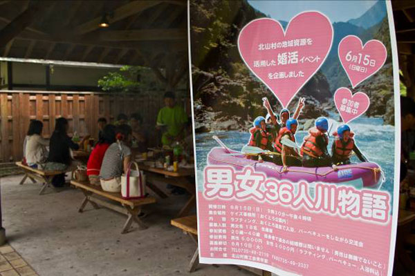 【画像1】懐かしいテレビドラマのBGMが流れる中でのイベント(写真撮影:井村幸治)
