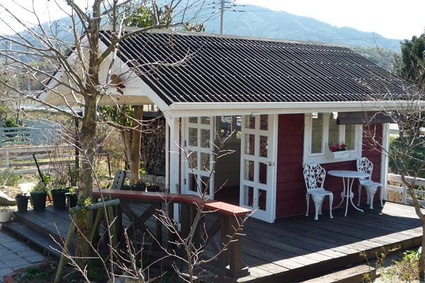 【画像2】完成したガーデンハウス。自分たちでつくりあげたとは思えない完成度の高さ(画像提供:寺田美奈子さん)