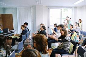 【画像61】Kume Mariさんや小正さんとお客さんの距離が近いアットホームな雰囲気のトークイベントとなりました(画像提供:UR都市機構)