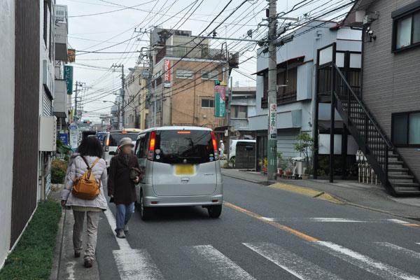 歩道とガードレール、頼めば設置してもらえるの?(写真撮影:嘉屋恭子)