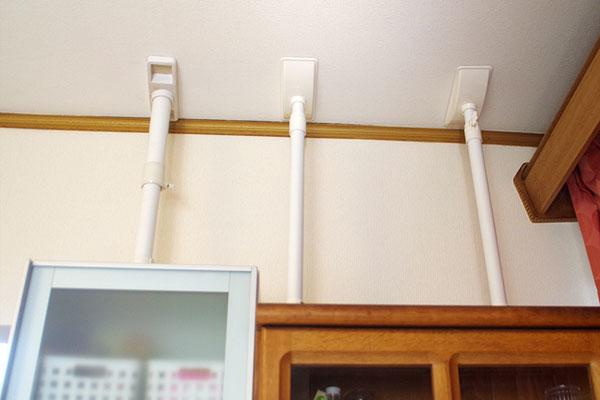 地震に備えて…カンタン&壁を傷つけない家具の転倒防止策(写真撮影:玉置豊)