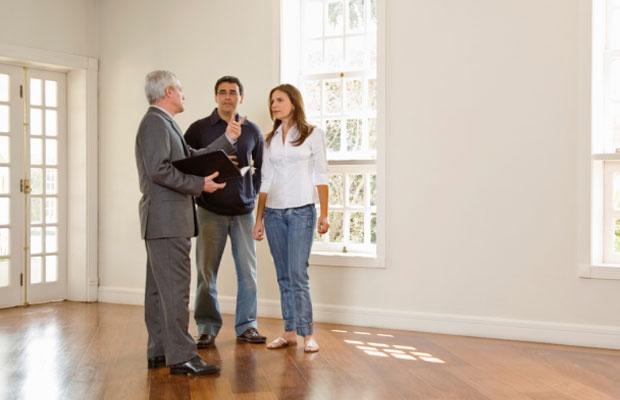 住宅購入価格は年収の5倍に。年収と予算の関係を考える(写真:iStock / thinkstock)