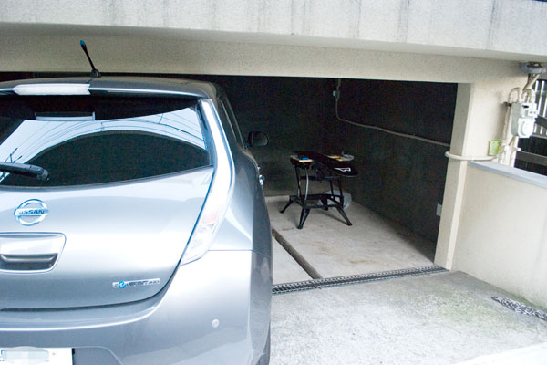 【画像6】なお、太陽光発電と電気自動車への蓄電による「家庭内のエネルギーマネジメント計画」も現在進行中なのだとか(写真撮影:榎並紀行)