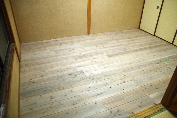 【画像8】床が張られて、すっかり生まれ変わった部屋(写真撮影:玉置豊)