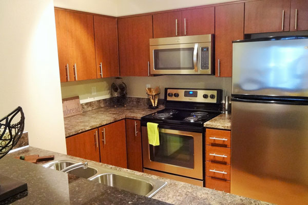 【画像5】LDに隣接するキッチン。家電も備わっている(撮影:住宅ジャーナリスト/山本久美子)