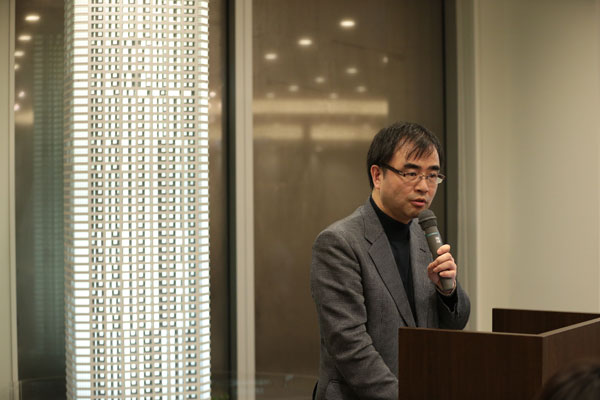 【画像2】東京おもちゃ美術館館長の多田千尋さんは、国産材を多用した共用スペース「ENGAWA」など共用部を監修(撮影:黒澤崇)