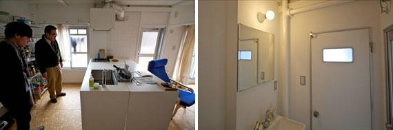 【画像7】可動式のテーブルをキッチンカウンターと一体化して使用。バルコニーへの扉もある(左)。洗面所とトイレのドアもレトロな雰囲気、トイレとお風呂にも窓がある(右)(写真撮影:井村幸治)