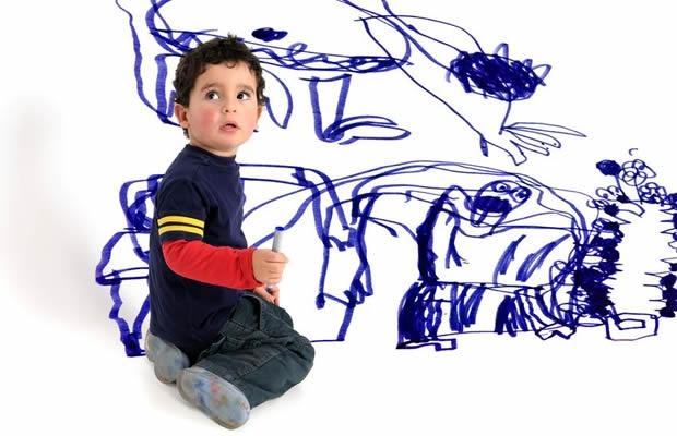 子どものキャンパス・壁の落書きを落とす方法8(写真:luislouro / 123RF 写真素材)