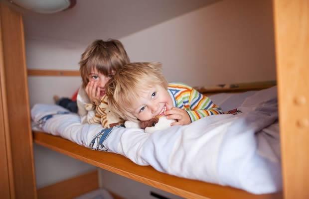 子ども部屋を2部屋にしたい! ベッドで上手に分ける方法(写真:racorn / 123RF 写真素材)