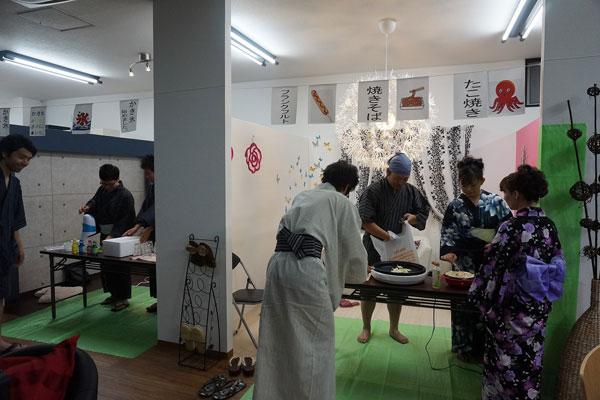【画像2】店舗内での浴衣パーティーなど数々のイベントを実施し、入居者とつながる機会をつくっています (写真提供:エムケイホームグループ)
