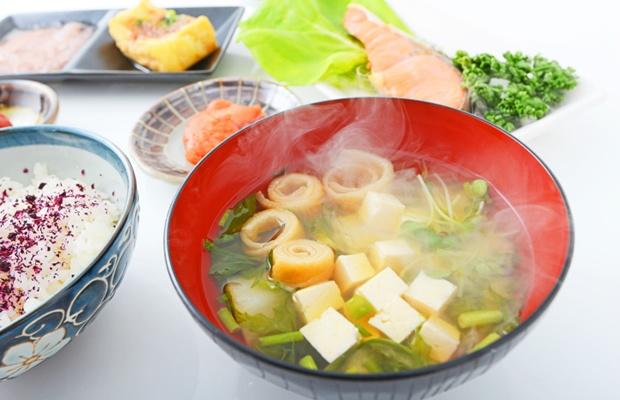 おうちで家庭料理を教えてもらえる「大人の家庭教師」って?(写真: iStock / thinkstock)
