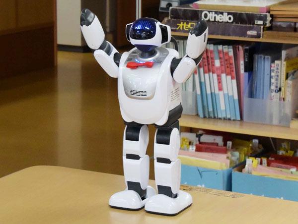 【画像1】ヒューマノイドロボット「PALRO」(写真撮影:SUUMOジャーナル編集部)