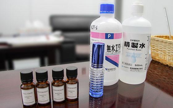 【画像1】無水エタノールは薬局などで購入でき、精製水は水道水でも代用可能だ(画像提供/写真撮影:奈古善晴)