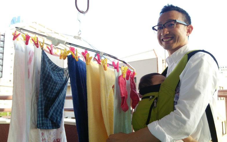 【画像1】日課の、洗濯物を干しているところの様子。「柔軟剤をどれにしようか選んでいるときって楽しいですよね!」と中村さん(写真提供:中村シュフ)