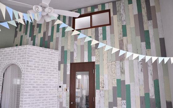 【画像8】スクラップウッド風の壁も完成。パーティーの思い出が刻まれた、素敵なリビングに(写真撮影:Iさん・妻)