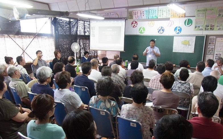 【画像2】閉校となった浦島小学校の教室で開催される協議会(画像提供:JVC)